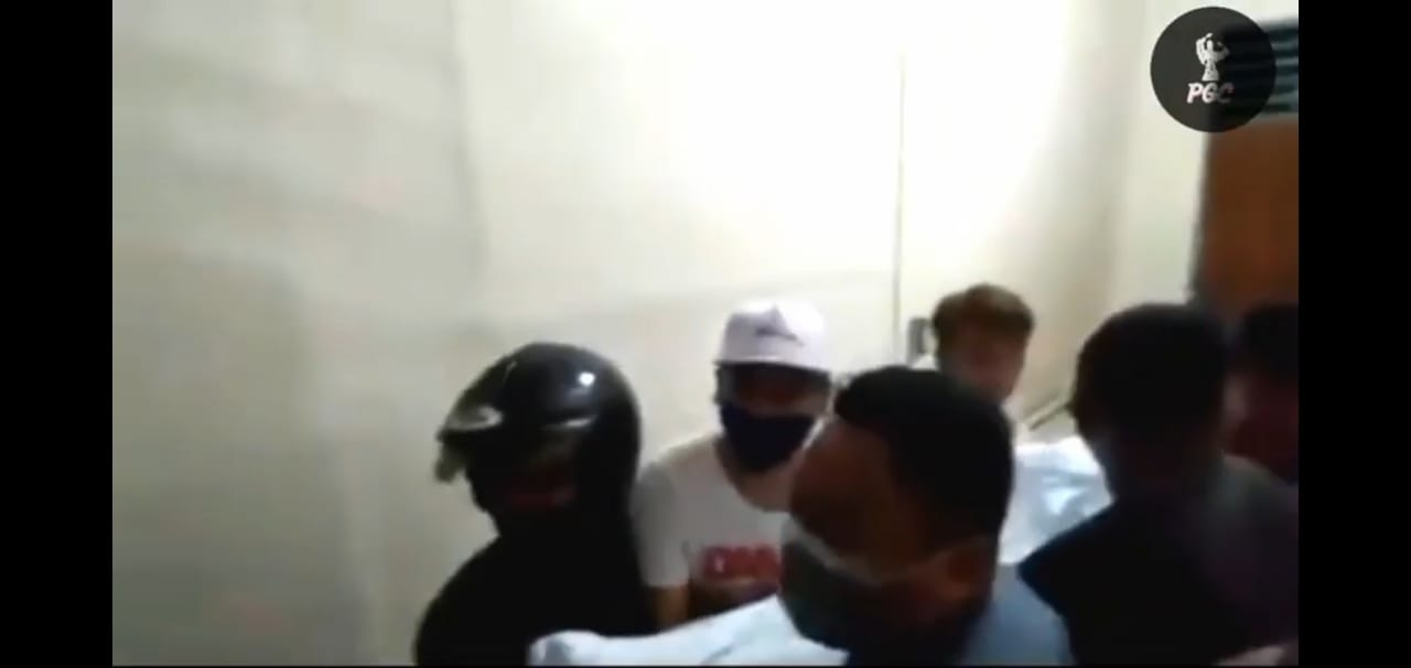 Viral…Massa Mengamuk Jemput Paksa Jenazah Pasien PDP di Rumah Sakit, Ungkap Dugaan Suap