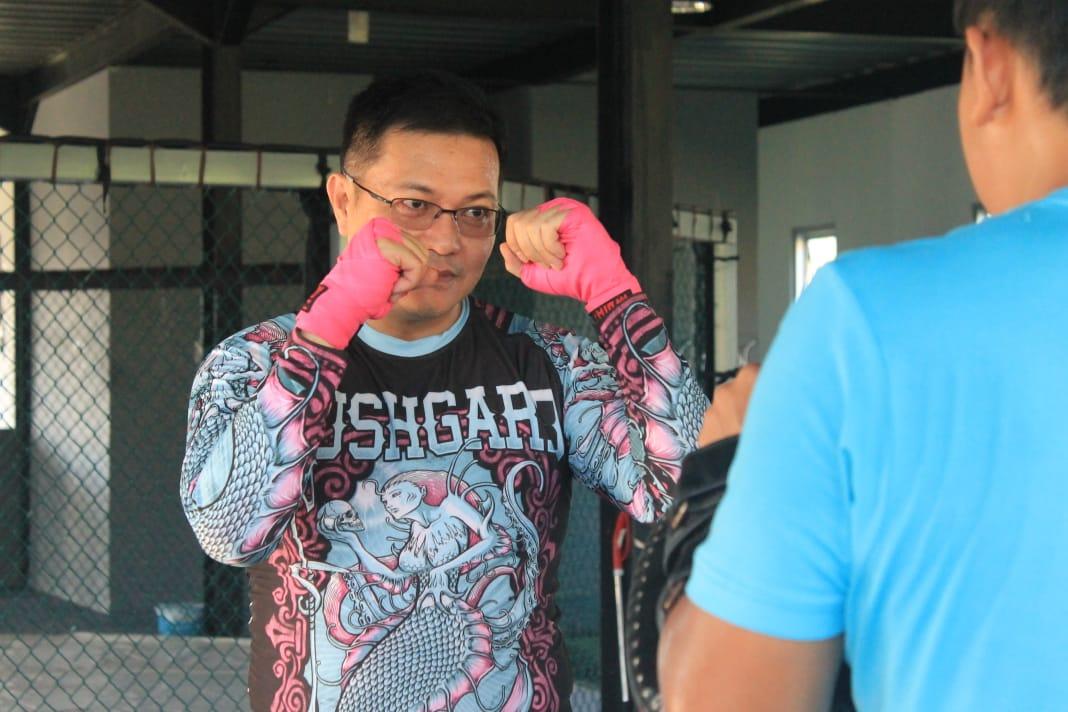 Support Olahraga MMA, HJP Latih Tanding dengan Atlit International