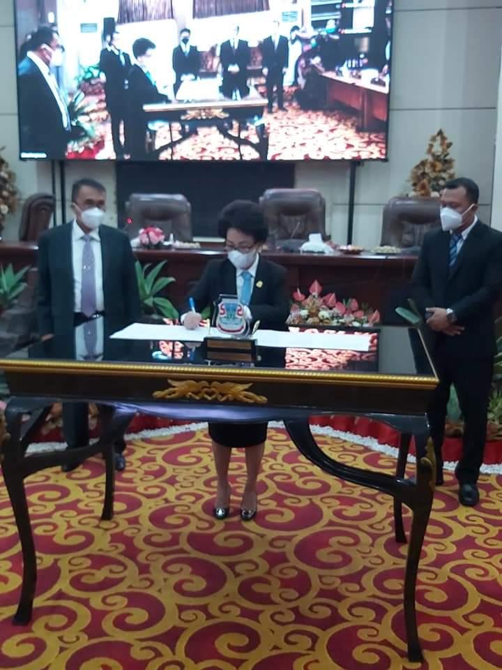 DPRD Manado Tetapkan Andrei Angouw dan Richard Sualang Sebagai Walikota dan Wawali Terpilih