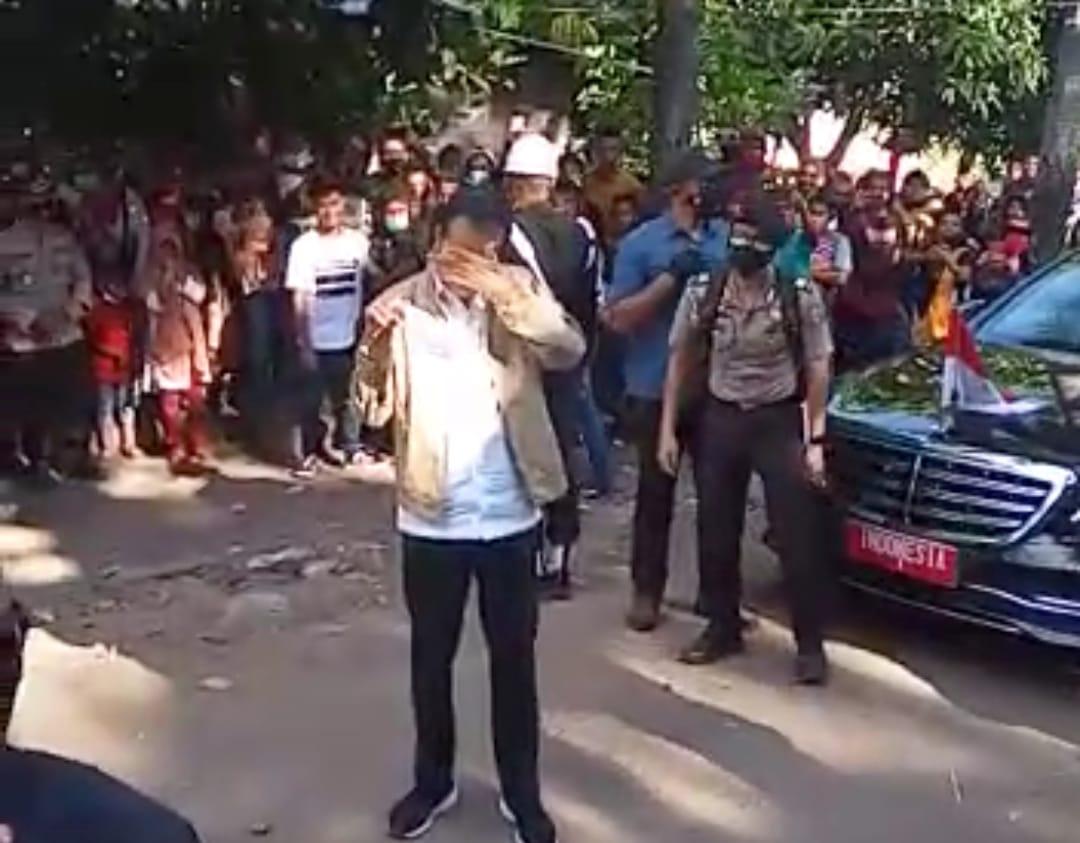 Jokowi Menangis di Adonara, Janji Segera Bangun Rumah Bagi Korban Bencana