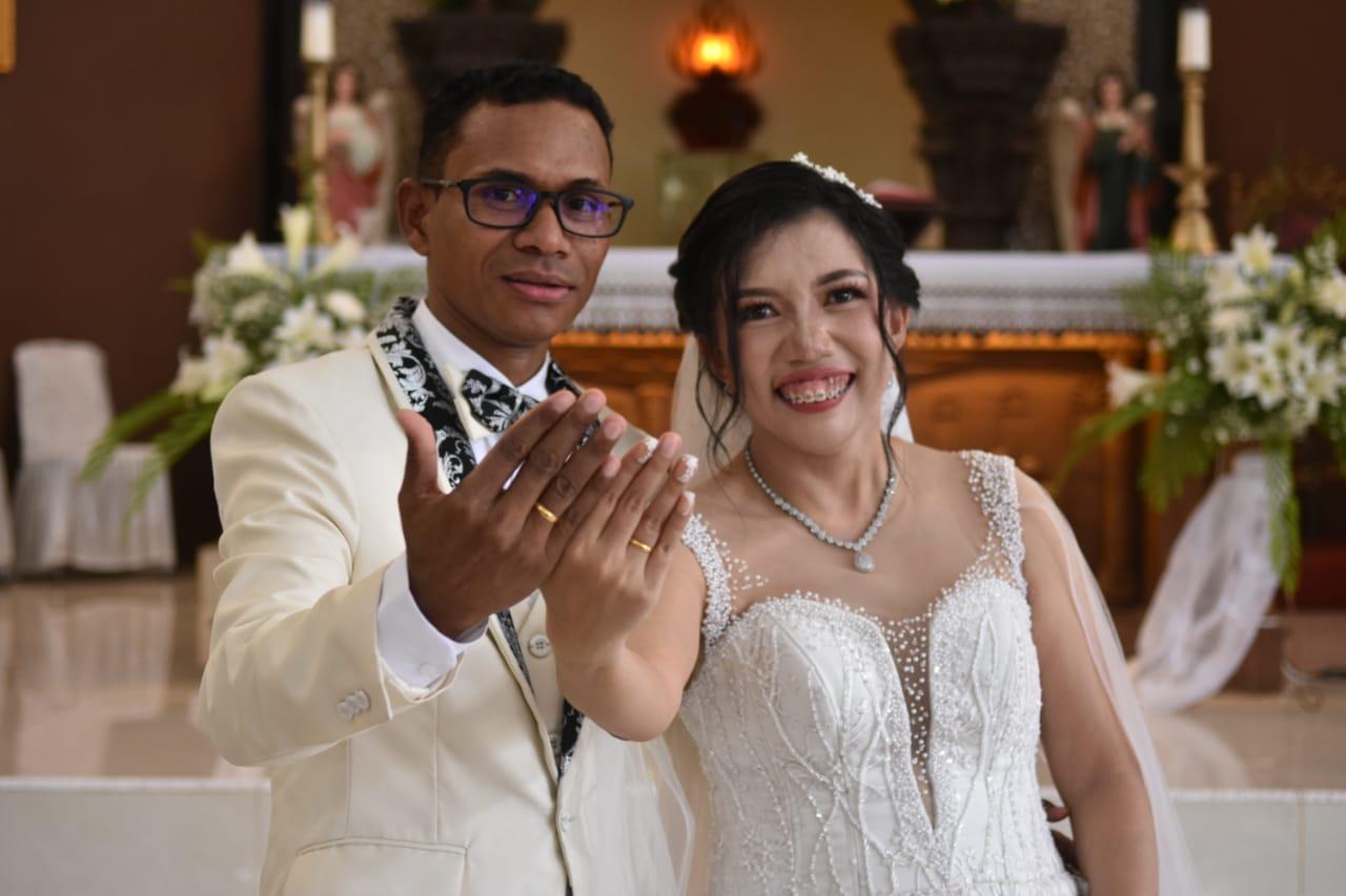 Unik dan Spektakuler! Pernikahan 2 Etnis Laurens dan Lisa Diberkati 6 Pastor, Wawali Mor Jadi Pencatat Nikah