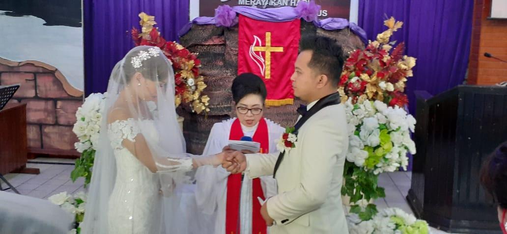 Walikota Angkouw Beri Sambutan Pernikahan Marlon dan Gabby, Wawali Sualang Jadi Saksi Nikah